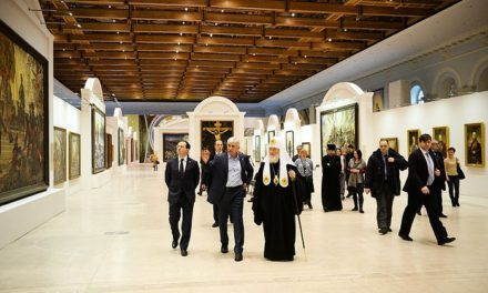 Святейший Патриарх Кирилл посетил выставку Василия Нестеренко в Москве