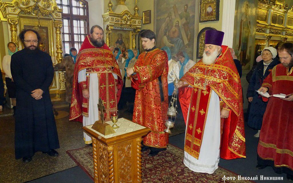 Праздничная литургия 9 мая. Панихида по павшим воинам.