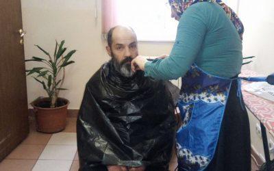 Мобильная парикмахерская для бездомных
