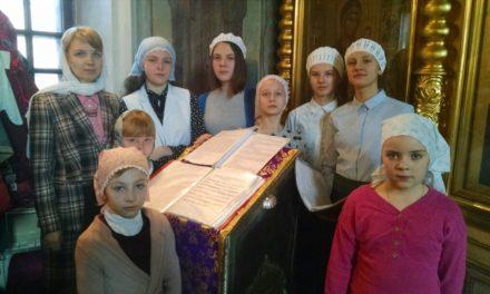 Воскресная школа приглашает детей на занятия.