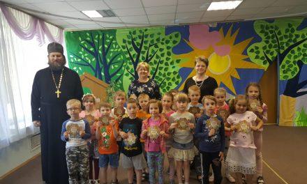 Выпуск в подшефных детских садах